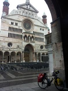Cremona il mattini presto